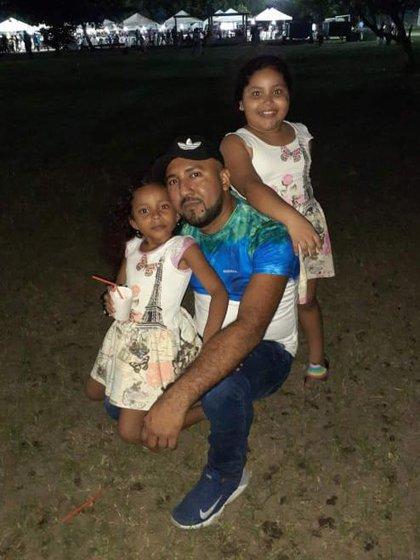 José dice que quisiera quedarse con las dos niñas y que está en un proceso legal para que le se reconozca la paternidad de Saray.