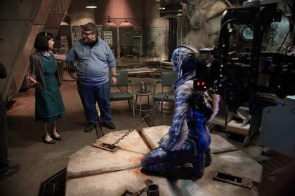 Guillermo Del Toro dirigiendo a Sally Hawkins, quien fue nominada a Mejor actriz por los premios de la Academia, por su papel de Eliza Esposito (Foto: Fox Searchlight)