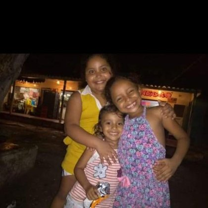 Salomé, Saray y otra de las hijas de José Hernández, como hermanas.