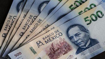 El titular de la Unidad de Inteligencia Financiera considera la posibilidad de eliminar o por lo menos reducir la circulación de billetes de 500 y 1,000 pesos (Foto: Cesar Rodriguez/Bloomberg)