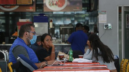"""Con base en datos de la organización, el 99.9%  (12.4 millones) de quienes trabajan """"por su cuenta"""" carecen de seguridad social (Foto: Cuartoscuro)"""