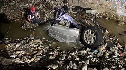 El automóvil fue arrastrado por el arroyo Los Naranjos (Foto: Facebook/Jorge Maldonado)