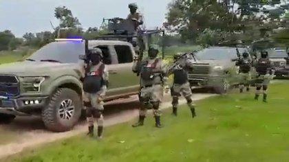 En el video de dos minutos se puede ver a miembros del temible cártel junto con lo que parece ser un sinfín de vehículos blindados y armados (Foto: Captura de pantalla)