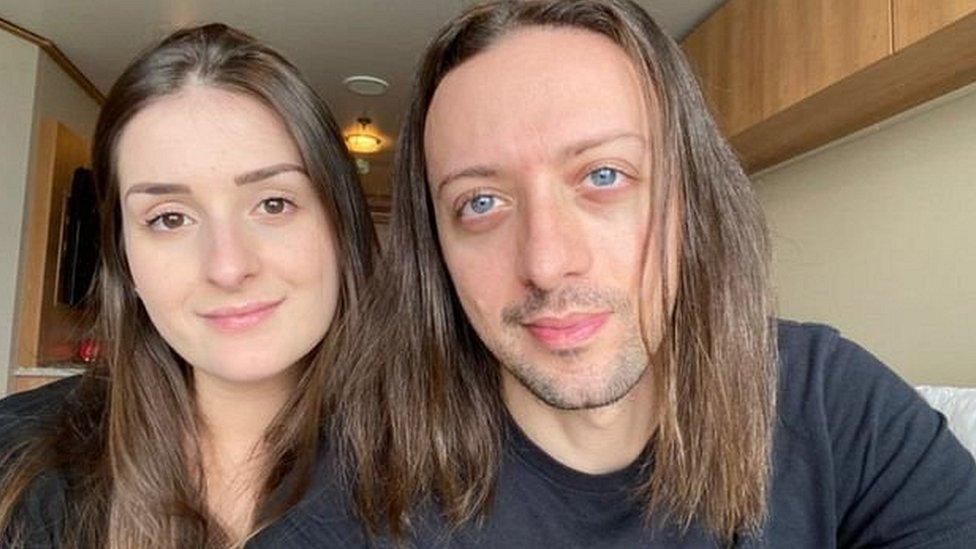 Caio Saldanha y su novia Jessica Furlan han estado atrapados en un crucero durante dos meses y no saben cuánto tiempo más les queda