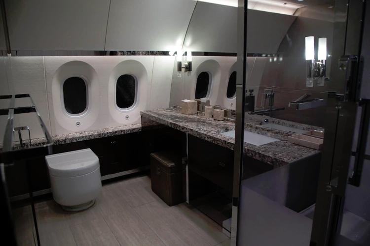 Uno de los baños del avión presidencial mexicano (FOTO: ILSE HUESCA /CUARTOSCURO)