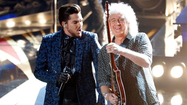 Brian May y Adam Lambert en la entrega de los Oscar (REUTERS/Mike Blake)
