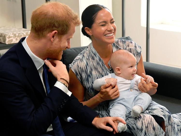 Los duques de Sussex con su hijo Archie Harrison de siete meses REUTERS/Toby Melville/Pool