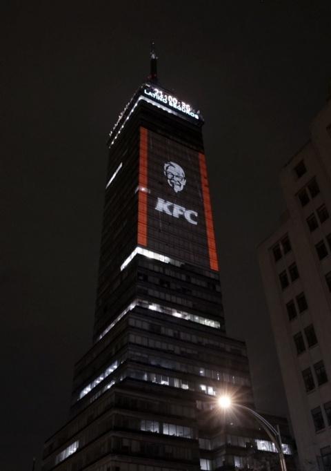 KFC anuncia el regreso de CHIZZA en la Torre Latinoamericana