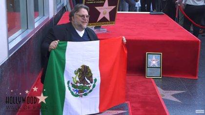 Guillermo del Toro ha mostrado en varias ocasiones su orgullo por ser mexicano (Foto: YouTube)