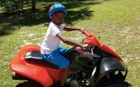 Niño conduce auto para llevar de urgencia a su 'abue' al hospital