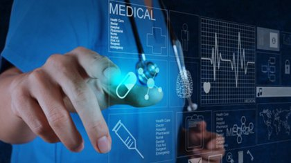 """""""En 30 años la persona más pobre del planeta puede obtener mejor atención médica en su teléfono celular que la persona más rica de hoy obtiene en los mejores hospitales y con los mejores médicos"""", ilustró Harari"""