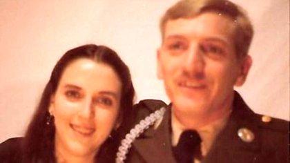 Johnny Lee Peoples y Cathy Darlene estuvieron casados durante 48 años. Vivían en Carolina del Norte y tuvieron tres hijos (Familia Peoples)