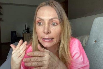 La actriz ha tenido que enfrentar al coronavirus desde casa, en donde la acompañan su esposo, una amiga y su hijo (Captura de Pantalla: Youtube @ÉrikaZaba)