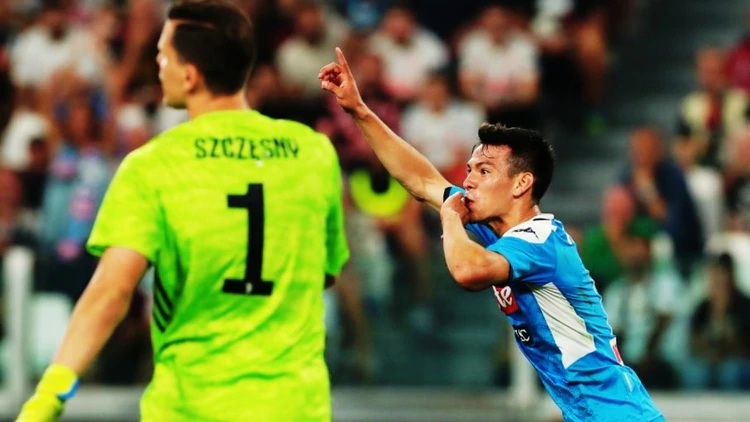 Hirving Lozano se convirtió en el primer mexicano en anotar en el fútbol de italia, lo hizo con tan solo 21 minutos en el campo (Foto: Twitter)