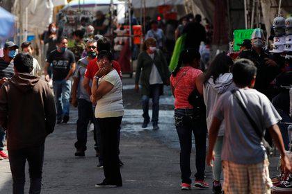 El comercio al mayoreo y al menudeo es uno de los sectores más afectados por COVID-19 en México (Foto: EFE/José Méndez)