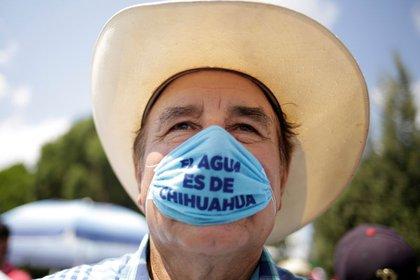 Los agricultores buscan evitar que el agua se desvíe hacia los Esatdos Unidos (Foto: Reuters/José Luis González)