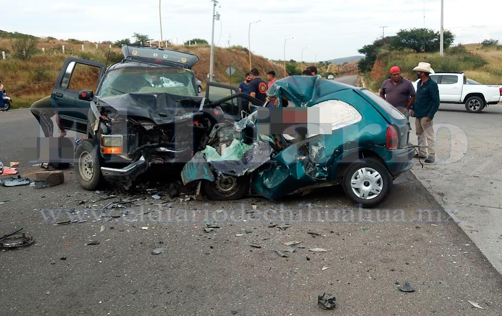 Mueren tres tras choque frontal en Parral
