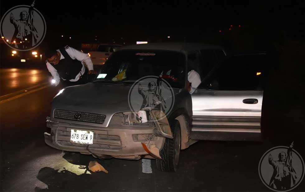 Se queda hombre dormido al volante y choca contra dos autos