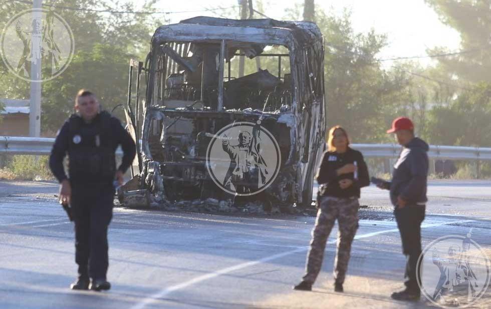 Hombres armados ahuyentan a trabajadores de maquila e incendian camión en que viajaban